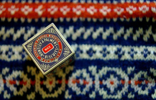biscuit_tin_knitted