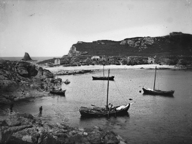 Fethaland Haaf Station, sixareen and foureen boats. Photo courtesy of the Shetland Museum and Archives