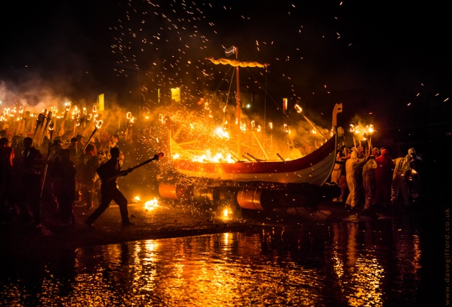 throwing-in-the-torches-delting-up-helly-aa